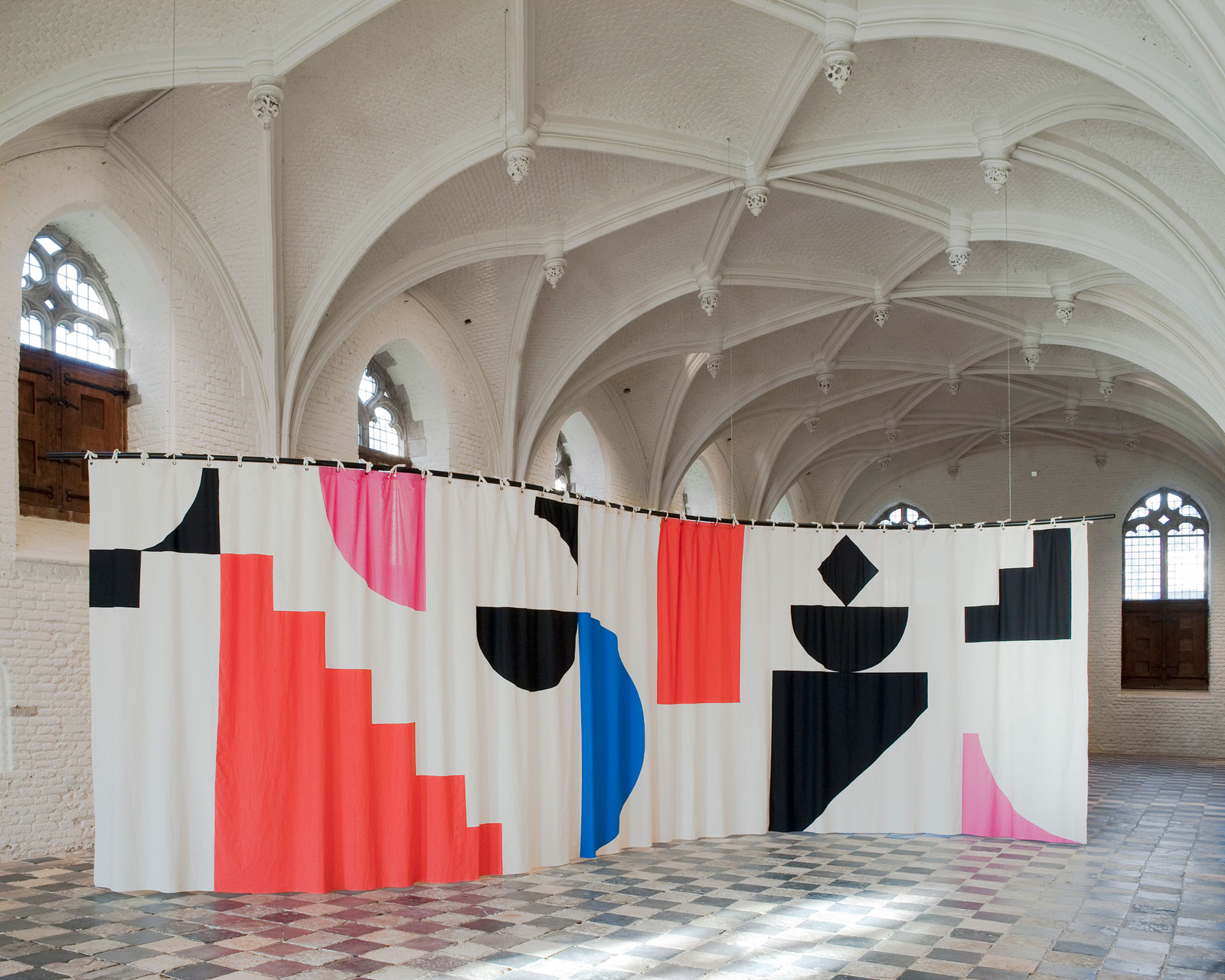 The Middelburg Curtain, 2011<br/>cotton, steel<br/>980 x 300 cm (curved)